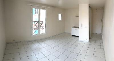 Appartement Sartrouville &bull; <span class='offer-area-number'>38</span> m² environ &bull; <span class='offer-rooms-number'>2</span> pièces
