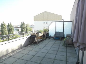 Appartement Lyon 07 &bull; <span class='offer-area-number'>66</span> m² environ &bull; <span class='offer-rooms-number'>3</span> pièces