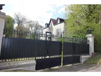 Maison Mareil en France &bull; <span class='offer-area-number'>560</span> m² environ &bull; <span class='offer-rooms-number'>11</span> pièces