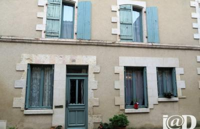 Maison St Savin &bull; <span class='offer-area-number'>171</span> m² environ &bull; <span class='offer-rooms-number'>5</span> pièces