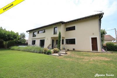 Maison Beaumont de Lomagne &bull; <span class='offer-area-number'>194</span> m² environ &bull; <span class='offer-rooms-number'>6</span> pièces