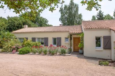 Maison Venansault &bull; <span class='offer-area-number'>179</span> m² environ &bull; <span class='offer-rooms-number'>7</span> pièces