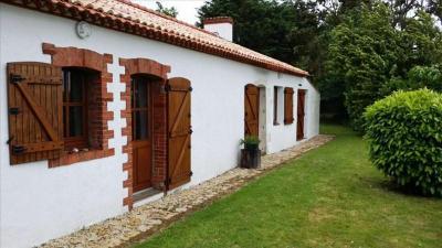 Maison Le Perrier &bull; <span class='offer-area-number'>99</span> m² environ &bull; <span class='offer-rooms-number'>3</span> pièces