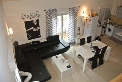 Appartement Carnoules &bull; <span class='offer-area-number'>67</span> m² environ &bull; <span class='offer-rooms-number'>3</span> pièces