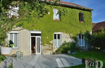 Maison St Jean de Bonneval &bull; <span class='offer-area-number'>285</span> m² environ &bull; <span class='offer-rooms-number'>8</span> pièces