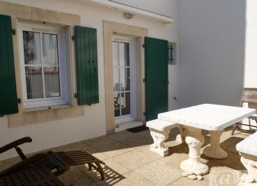 Appartement St Martin de Re &bull; <span class='offer-area-number'>51</span> m² environ &bull; <span class='offer-rooms-number'>3</span> pièces