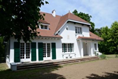 Maison Mazamet &bull; <span class='offer-area-number'>200</span> m² environ &bull; <span class='offer-rooms-number'>6</span> pièces