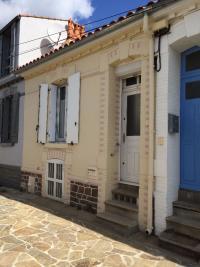 Maison Les Sables d Olonne &bull; <span class='offer-area-number'>46</span> m² environ &bull; <span class='offer-rooms-number'>3</span> pièces
