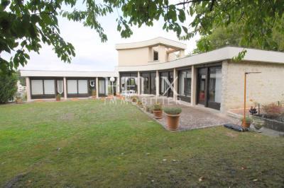 Maison Le Pecq &bull; <span class='offer-area-number'>220</span> m² environ &bull; <span class='offer-rooms-number'>10</span> pièces