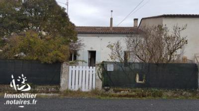 Maison Les Artigues de Lussac &bull; <span class='offer-area-number'>140</span> m² environ &bull; <span class='offer-rooms-number'>5</span> pièces