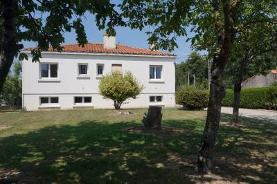 Maison Venansault &bull; <span class='offer-area-number'>90</span> m² environ &bull; <span class='offer-rooms-number'>5</span> pièces