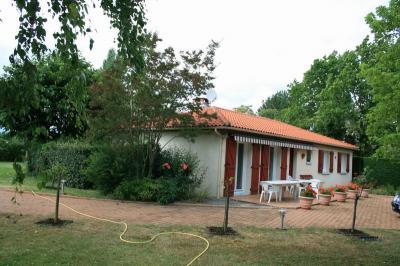 Maison Montjoire &bull; <span class='offer-area-number'>112</span> m² environ &bull; <span class='offer-rooms-number'>5</span> pièces