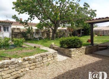 Maison La Jarrie &bull; <span class='offer-area-number'>124</span> m² environ &bull; <span class='offer-rooms-number'>4</span> pièces