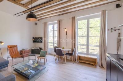 Appartement Paris 03 &bull; <span class='offer-area-number'>50</span> m² environ &bull; <span class='offer-rooms-number'>3</span> pièces