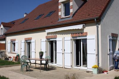 Maison Moneteau &bull; <span class='offer-area-number'>170</span> m² environ &bull; <span class='offer-rooms-number'>6</span> pièces