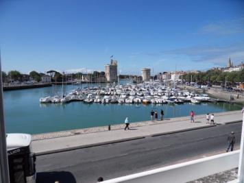 Appartement La Rochelle &bull; <span class='offer-area-number'>61</span> m² environ &bull; <span class='offer-rooms-number'>3</span> pièces