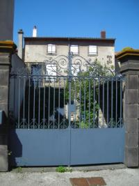 Maison Le Crest &bull; <span class='offer-area-number'>100</span> m² environ