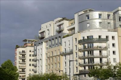 Appartement Courbevoie &bull; <span class='offer-area-number'>94</span> m² environ &bull; <span class='offer-rooms-number'>4</span> pièces