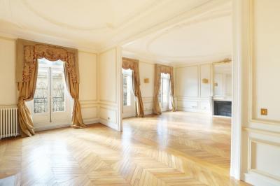Appartement Paris 08 &bull; <span class='offer-area-number'>276</span> m² environ &bull; <span class='offer-rooms-number'>7</span> pièces