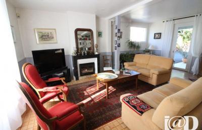 Maison Azay sur Cher &bull; <span class='offer-area-number'>177</span> m² environ &bull; <span class='offer-rooms-number'>6</span> pièces