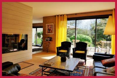 Maison Jallais &bull; <span class='offer-area-number'>257</span> m² environ &bull; <span class='offer-rooms-number'>10</span> pièces