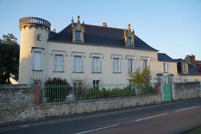 Maison Amboise &bull; <span class='offer-area-number'>370</span> m² environ &bull; <span class='offer-rooms-number'>9</span> pièces