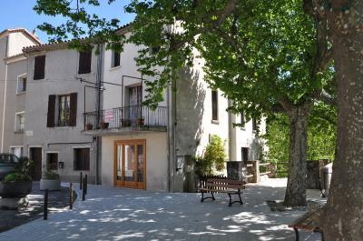 Maison Notre Dame de la Rouviere &bull; <span class='offer-area-number'>224</span> m² environ &bull; <span class='offer-rooms-number'>11</span> pièces