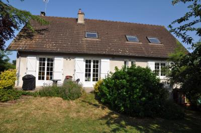 Maison Cosne Cours sur Loire &bull; <span class='offer-area-number'>196</span> m² environ &bull; <span class='offer-rooms-number'>9</span> pièces