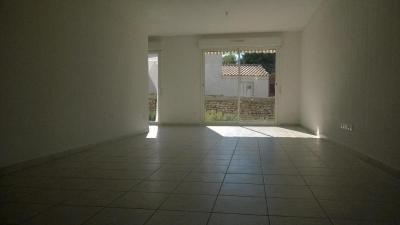 Villa Clarensac &bull; <span class='offer-area-number'>77</span> m² environ &bull; <span class='offer-rooms-number'>4</span> pièces