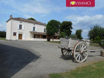 Maison Montcuq &bull; <span class='offer-area-number'>349</span> m² environ &bull; <span class='offer-rooms-number'>11</span> pièces