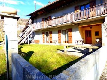 Maison Cessens &bull; <span class='offer-area-number'>173</span> m² environ &bull; <span class='offer-rooms-number'>5</span> pièces