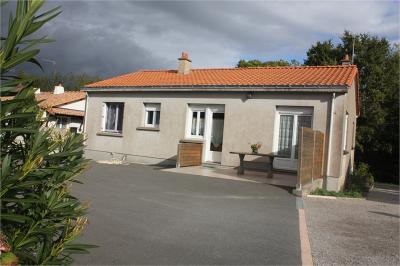 Maison La Bernardiere &bull; <span class='offer-area-number'>87</span> m² environ &bull; <span class='offer-rooms-number'>5</span> pièces
