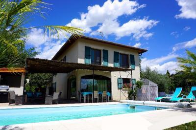 Maison La Cote St Andre &bull; <span class='offer-area-number'>153</span> m² environ &bull; <span class='offer-rooms-number'>7</span> pièces