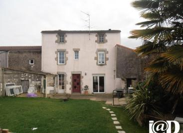 Maison Chavagnes en Paillers &bull; <span class='offer-area-number'>130</span> m² environ &bull; <span class='offer-rooms-number'>4</span> pièces