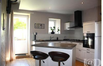 Maison Fenetrange &bull; <span class='offer-area-number'>149</span> m² environ &bull; <span class='offer-rooms-number'>4</span> pièces