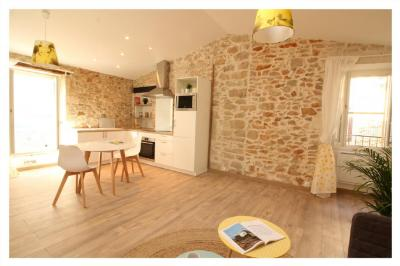 Appartement Nimes &bull; <span class='offer-area-number'>45</span> m² environ &bull; <span class='offer-rooms-number'>2</span> pièces