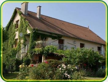 Maison Chambon sur Voueize &bull; <span class='offer-area-number'>300</span> m² environ &bull; <span class='offer-rooms-number'>9</span> pièces