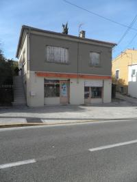 Commerce Chateauneuf les Martigues &bull; <span class='offer-area-number'>80</span> m² environ &bull; <span class='offer-rooms-number'>4</span> pièces