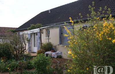 Maison La Guierche &bull; <span class='offer-area-number'>101</span> m² environ &bull; <span class='offer-rooms-number'>6</span> pièces