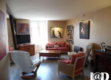 Maison St James &bull; <span class='offer-area-number'>222</span> m² environ &bull; <span class='offer-rooms-number'>8</span> pièces