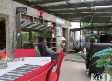 Maison Montmelian &bull; <span class='offer-area-number'>350</span> m² environ &bull; <span class='offer-rooms-number'>7</span> pièces