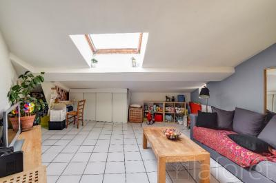 Appartement Lyon 01 &bull; <span class='offer-area-number'>31</span> m² environ &bull; <span class='offer-rooms-number'>2</span> pièces