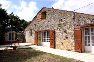 Maison Le Champ St Pere &bull; <span class='offer-area-number'>116</span> m² environ &bull; <span class='offer-rooms-number'>5</span> pièces