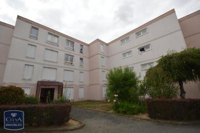 Appartement Cholet &bull; <span class='offer-area-number'>71</span> m² environ &bull; <span class='offer-rooms-number'>4</span> pièces