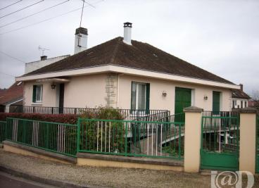 Maison Villeneuve sur Yonne &bull; <span class='offer-area-number'>120</span> m² environ &bull; <span class='offer-rooms-number'>5</span> pièces