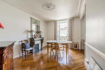 Appartement Paris 09 &bull; <span class='offer-area-number'>51</span> m² environ &bull; <span class='offer-rooms-number'>3</span> pièces