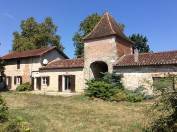 Maison Villeneuve sur Lot &bull; <span class='offer-area-number'>225</span> m² environ
