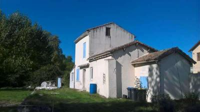 Maison St Hilaire de Lusignan &bull; <span class='offer-area-number'>82</span> m² environ &bull; <span class='offer-rooms-number'>3</span> pièces