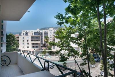 Appartement Toulon &bull; <span class='offer-area-number'>73</span> m² environ &bull; <span class='offer-rooms-number'>4</span> pièces