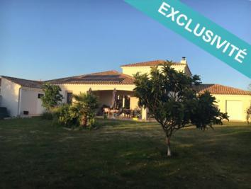 Maison Nieul le Dolent &bull; <span class='offer-area-number'>210</span> m² environ &bull; <span class='offer-rooms-number'>8</span> pièces